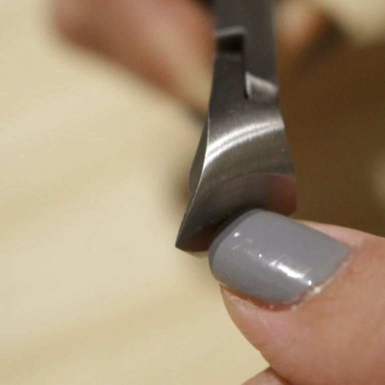 nail-cut-suwada